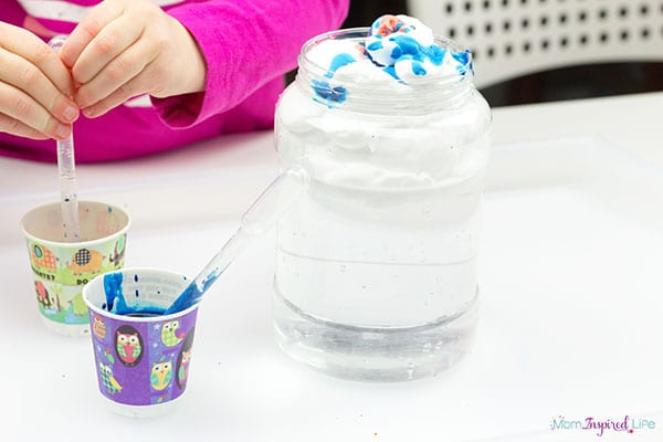 Rain experiment for preschool and early elementary students.