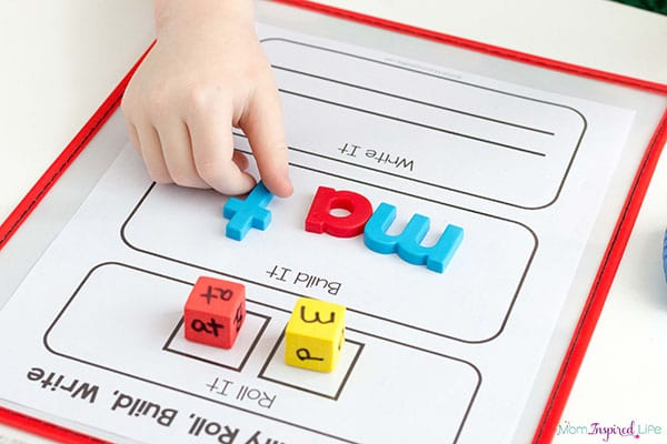 CVC word family activity for kindergarten students. A fun literacy center activity or reading center activity.