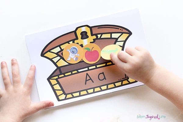 A pirate alphabet activity that kids will enjoy! Add this to your pirate lesson plans!