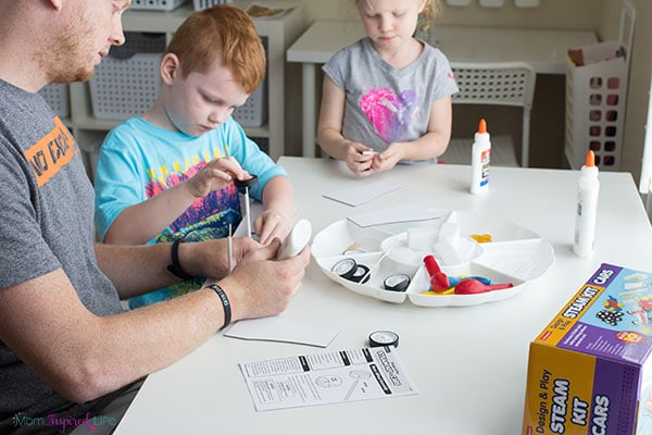 A balloon car STEM activity for young kids.