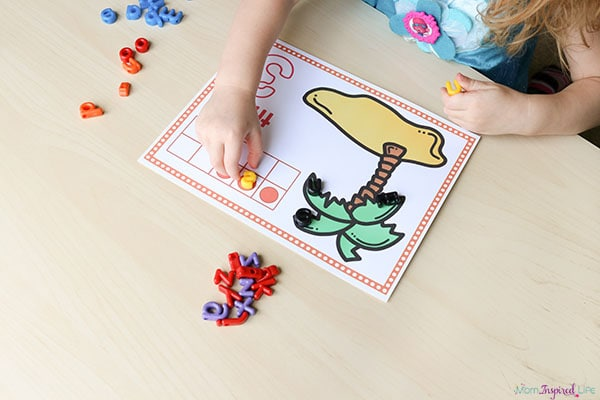 Your preschooler will enjoy these Chicka Chicka Boom Boom counting mats!