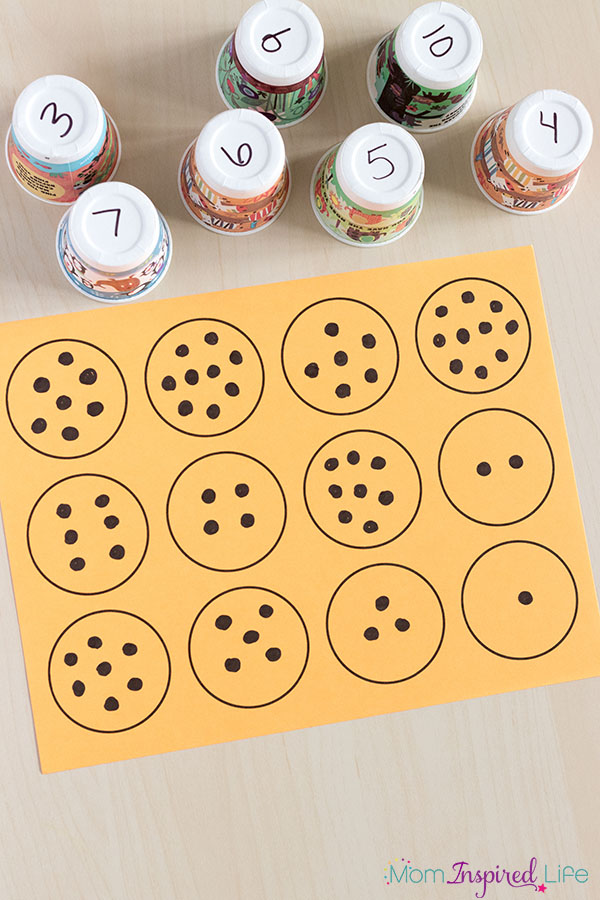 Number matching with paper cups. Includes a free printable mat to make it even easier!