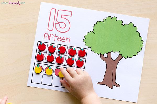 This fall math center idea. A fun apple math center idea.