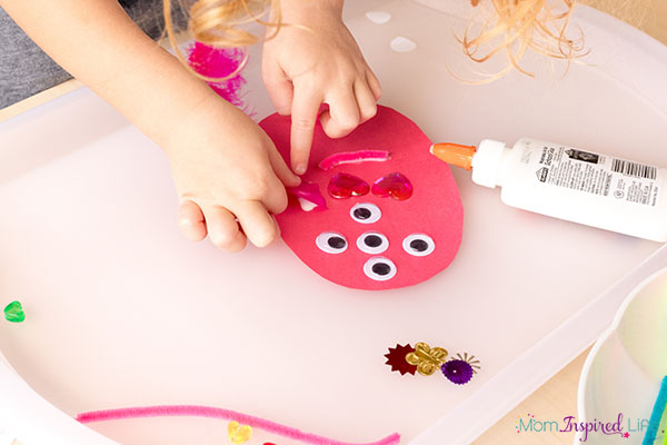 Monster fine motor art project for toddlers and preschoolers.