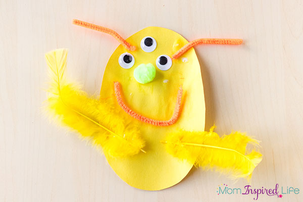 A fun and easy monster craft for kids to do this Halloween.