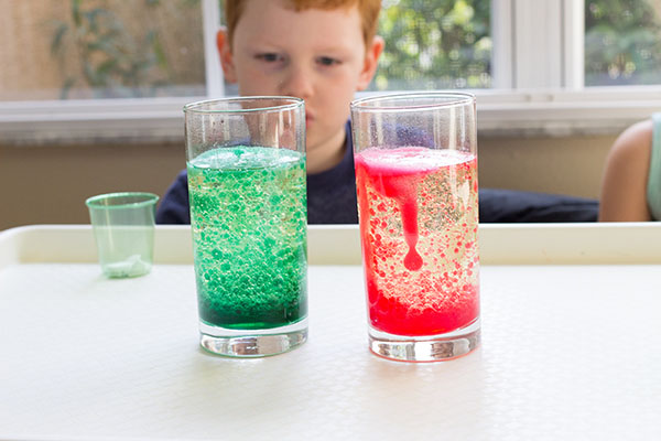 WOW the kids with this awesome Christmas science experiment!