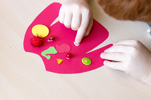 Christmas craft collage activity for preschool and elementary.
