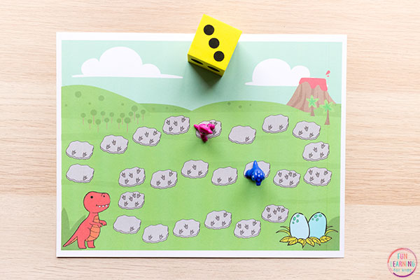 Dinosaur counting game for preschool and kindergarten.